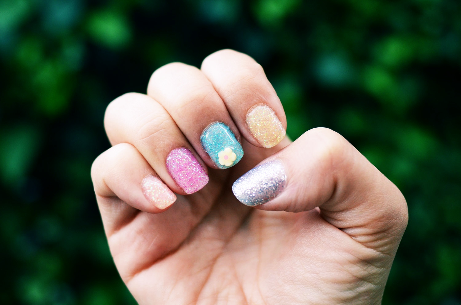 Mr. Kate - DIY quickie spring glitter and 3d nail art gel mani