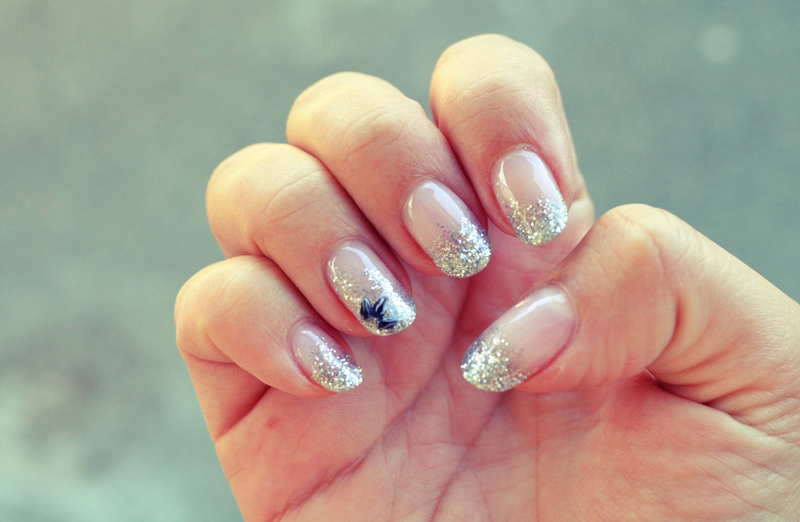 Mr. Kate - nails of the week: silver glitter tips